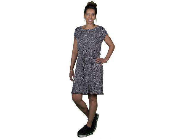 vrouw met jurk van Savinni Italy